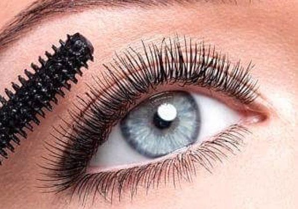 Mascara on Eyelids - beautypreneur